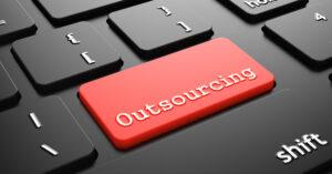Czerwony klawisz outsourcing na klawiaturze